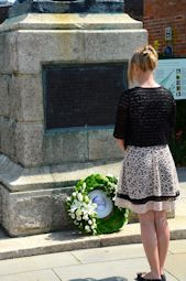 Amber Clutton-Brock lays a wreath at the memorial to her great-grandfather, Captain Robert Falcon Scott